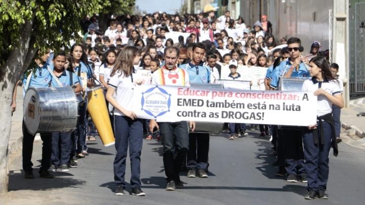 Estudantes participam de projeto de conscientização e combate ao uso de drogas