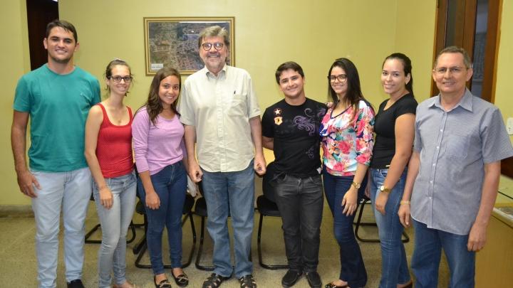 Prefeito Zé Gaudencio recepciona novos estagiários da Prefeitura de São Miguel