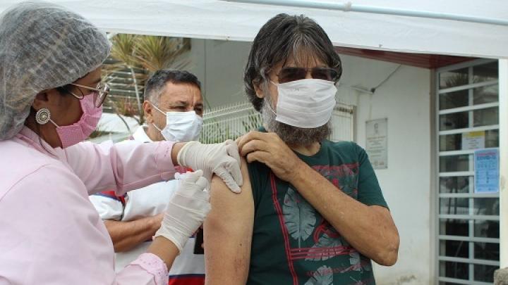 Secretaria de Saúde imuniza grupos de risco com vacina contra Gripe