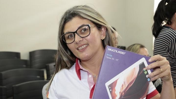 Prefeitura de São Miguel entrega tablets para 35 agentes de saúde