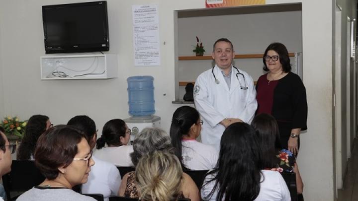 Médico oncologista realiza atendimentos em unidade de saúde de São Miguel