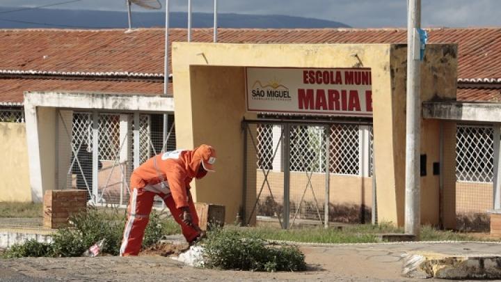 Prefeitura de São Miguel realiza mutirão de serviços públicos na Vila Oiteiro