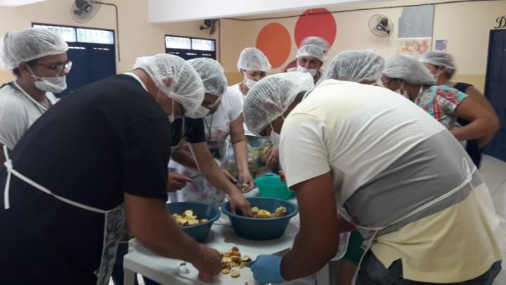 Curso de produção de polpa de fruta capacita produtores rurais locais