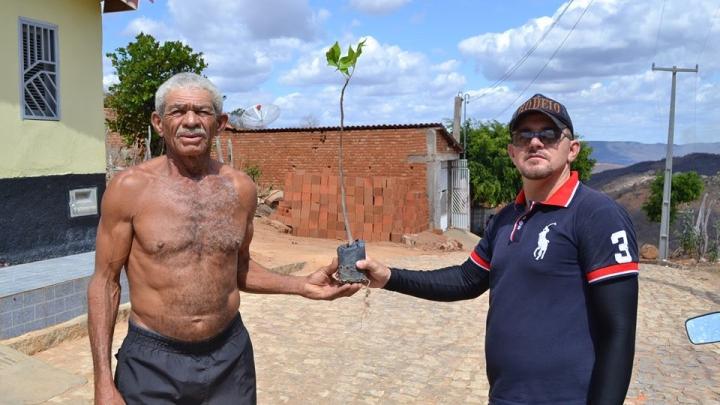 Gestão Municipal incentiva participação popular na arborização urbana