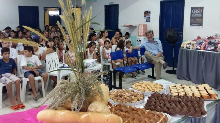 Prefeitura realiza oficina e entrega de ovos de páscoa à comunidade