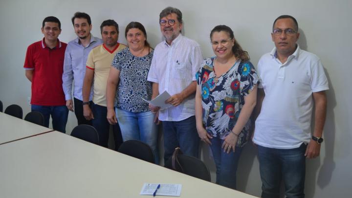 Prefeito Zé Gaudêncio assina acordo atendendo pleitos dos professores municipais
