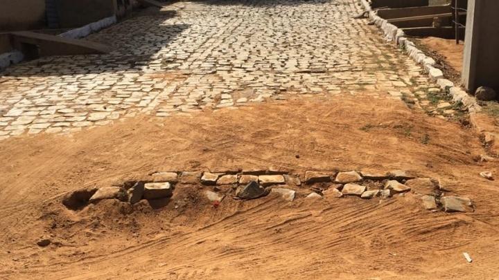 Prefeitura de São Miguel notifica CAERN para fazer reparos de ruas do município
