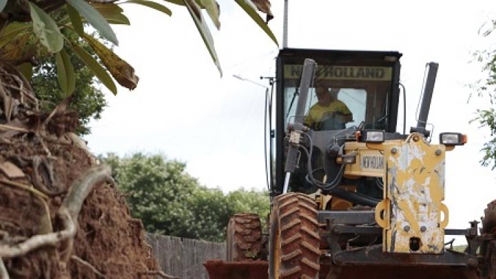 Manutenção de estradas de terra dinamiza fluxo na Zona Rural