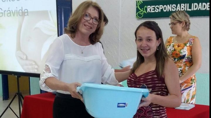 Grupo das Gestantes Nascer Feliz, vinculado ao CRAS, realiza a entrega enxovais